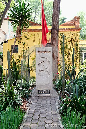 Free The Grave Of Leon Trotsky At The House Where He Lived In Coyoacan, Mexico City Royalty Free Stock Photo - 123940825