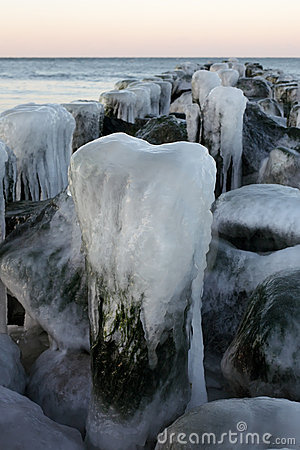 Free The Iced Over Pier Close Up Stock Images - 7550954