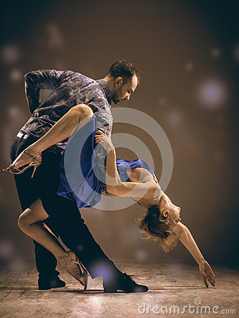 Free The Man And The Woman Dancing Argentinian Tango Stock Photo - 85129660
