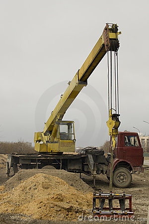 Free The Mobile Elevating Crane Royalty Free Stock Image - 4558236