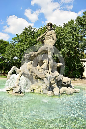 Free The NEPTUNBRUNNEN Fountain (Neptun Fountain) In Botanical Garden In Munich, Germany Stock Photos - 60353513