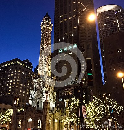 Free The Old Chicago Water Tower At Night, Christmas Royalty Free Stock Photo - 135471655