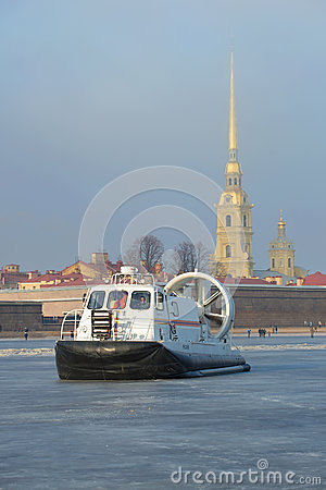 Free The Rescue Boat Of Emercom Of Russia `Hivus-20` Against The Background Of Peter And Paul Cathedral On Ice Of The Frozen Neva Stock Photo - 88800240