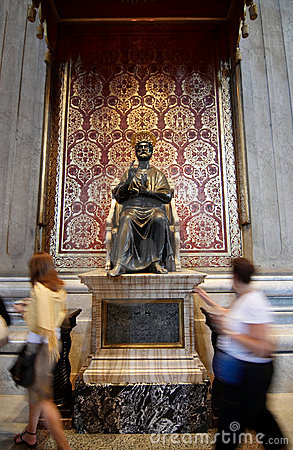 Free The Statue Of Saint Peter In St. Peter S Basilica Stock Images - 6137604
