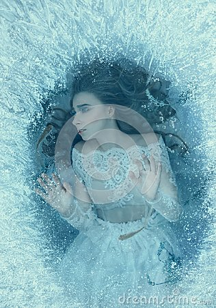 Free The Story Of A Sleeping Beauty. The Girl Woke Up At The Bottom Of A Frozen Lake, Fish And Seaweed Swim Around Her. She Stock Image - 114338151
