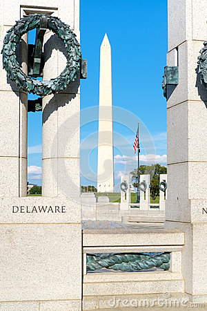Free The Washington Monument And The World War Two Memorial In  Washi Stock Photography - 76855712