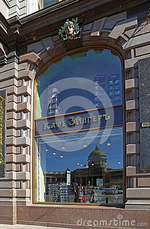 Free The Window Of The Cafe And The Bookshop Singer In St. Petersburg Stock Photos - 99622263
