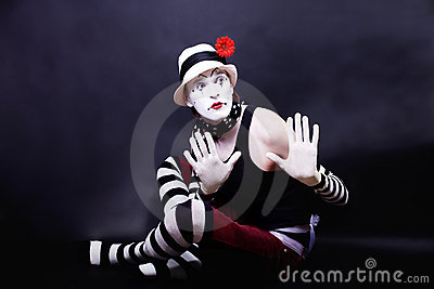 Theatrical mime in white hat