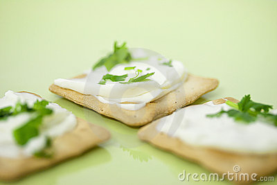 Thin crackers with cream cheese