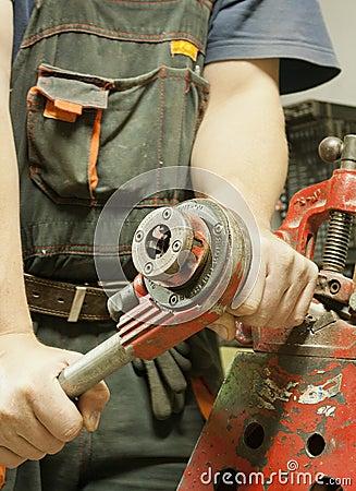 Threading steel pipe