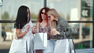 Three сurious fashion woman showing purchases looking shopping bag having positive emotion. Three urious fashion woman showing purchases looking shopping bag stock video