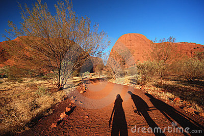 Three friends on the road to Kata Tjuta
