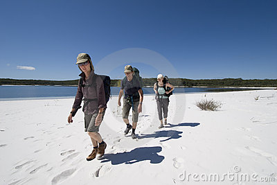 Three hikers in australia 7