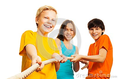 Three kids pull the rope