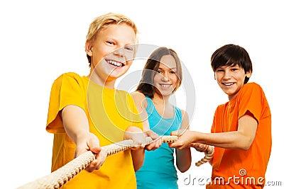 Three kids pull the rope