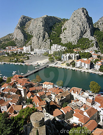 Three mountain peak in Omis 1
