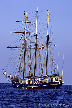 Free Three Sail Schooner Royalty Free Stock Image - 268706