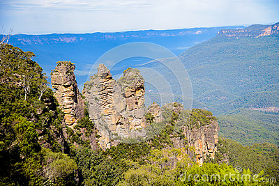 Three sisters in Blue mountain Australia2