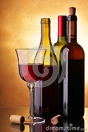 Free Three Wine Bottles Royalty Free Stock Photos - 7987238