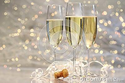 Threes Gläser Champagner