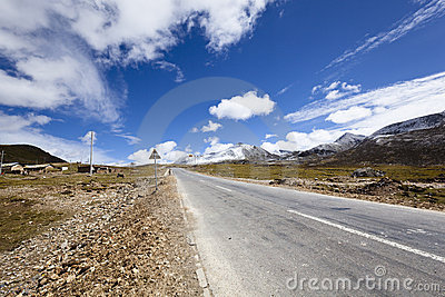 Tibet: road in the himalayas