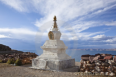 Tibet: stupa by namtso lake
