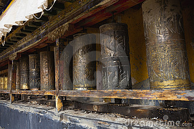Tibet: tibetan prayer wheels