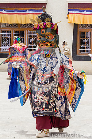 Free Tibetan Men Dressed Mask Dancing Tsam Mystery Dance On Buddhist Festival At Hemis In Ladakh, North India Royalty Free Stock Images - 76878049