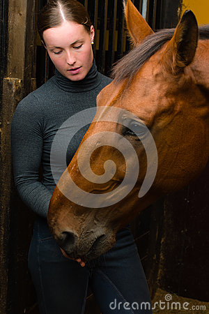 Tidbit to horse