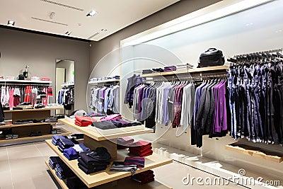 Tienda moderna y de la moda de la ropa imagen de archivo for Disenos de tiendas de ropa modernas