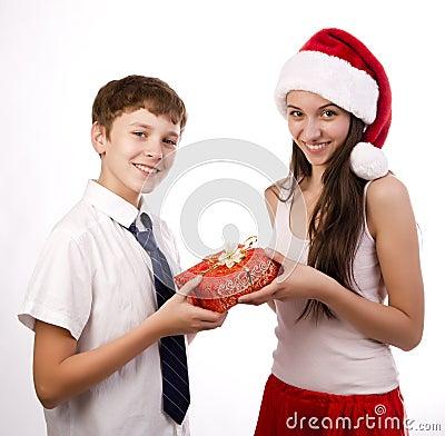 Tiener die een gift ontvangt