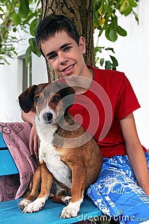 Tiener en zijn hond