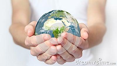 Tierra en el backgorund de las manos? creado en el picosegundo? almacen de video