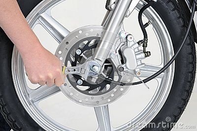 Tightening wheel