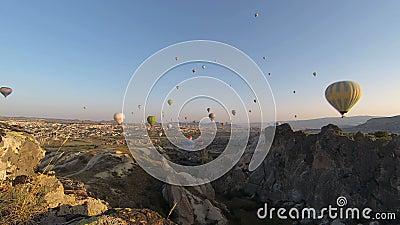 Tijd-tijdspanne video van hete luchtballons stock footage