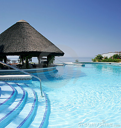 Free Tiki Hut And Bar By Swimming Pool Of Luxury Hotel Stock Photo - 578590