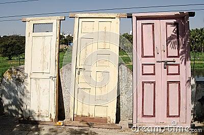 Till salu gamla dörrar, Hyderabad