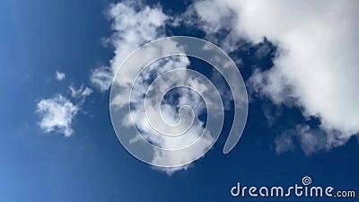 timelapse Chmury na błękitnym niebie zbiory