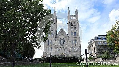 Timelapse de la basílica delantera de nuestra señora Immaculate, Guelph, Canadá 4K almacen de metraje de vídeo