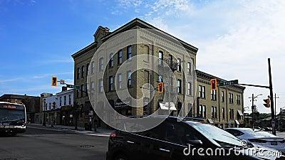 Timelapse en el rey y las calles de Erb en Waterloo, Canadá 4K almacen de metraje de vídeo
