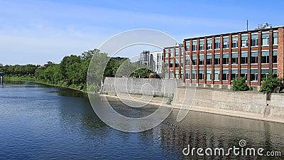 Timelapse escena de Cambridge, Canadá por el río magnífico 4K almacen de metraje de vídeo