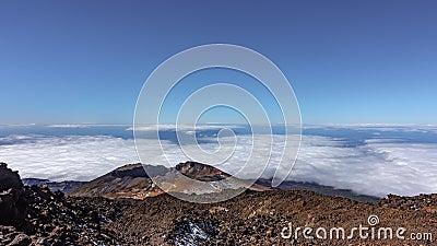 Timelapse granangular del volcán de Pico Viejo con las nubes metrajes