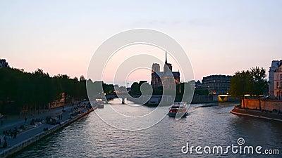 """Timelapse por do sol no †de Paris """"de Saint Michel de Paris filme"""