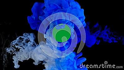 Tinta azul e branca na água, explosão das cores filme