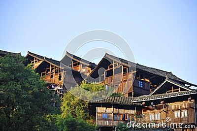 Tipo casa de madera de Miao de la tradición