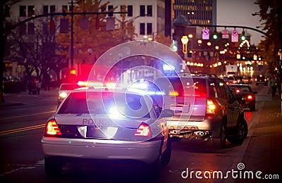 Tiré plus d en le véhicule de police