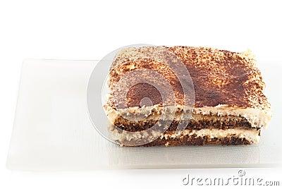 Tiramisu desseret op wit wordt geïsoleerd dat