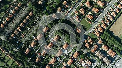 Tiro invertido a?reo das casas e das casas de campo em Rosignano Solvay, It?lia filme