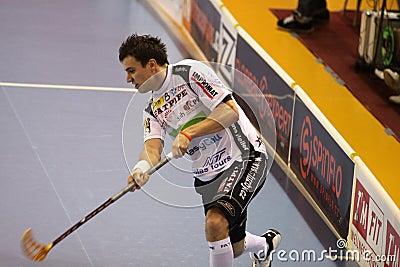 Tiro Zdenek Zak - jogador do floorball Imagem Editorial