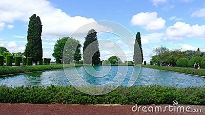 Tivoli willi Adriana 4k Pecile basenu horyzontalny panning na szerokim stawie zdjęcie wideo